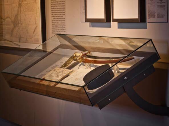 museum Wall display cases UDW-04 ujoydisplay