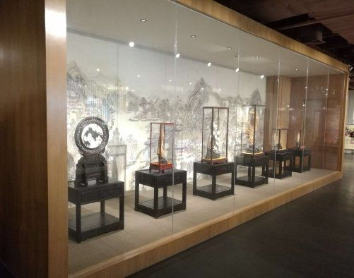 museum display case guide